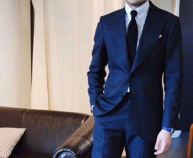 Uomo elegante e charmant